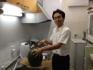 弊社吉田シェフと長野県さんこだわりスイカです。
