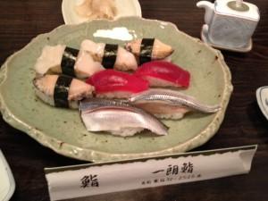 赤身とコハダは私がオーダー バイ貝は増子さんが頼んで、 アワビはご主人様のお薦めです。