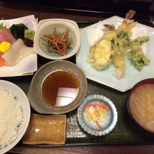 天ぷら定食です。お昼からオーバーカロリーですね?